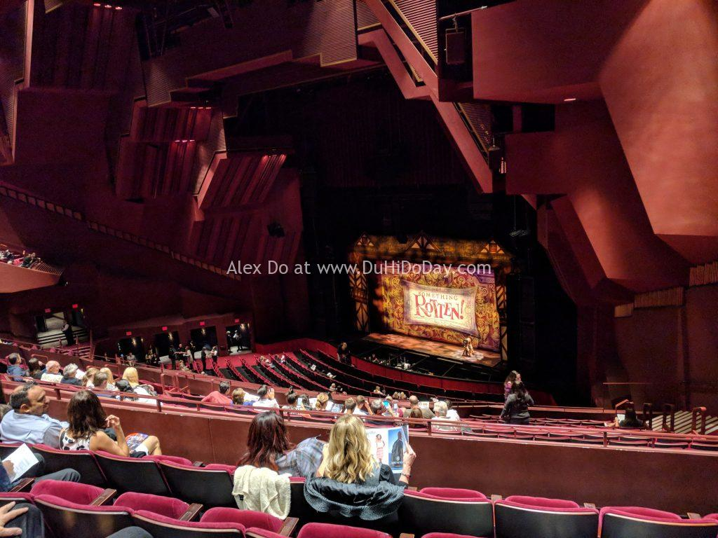 Bên trong nhà hát Segerstrom