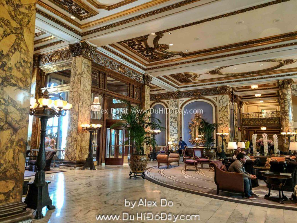 Bên trong khách sạn Fairmont