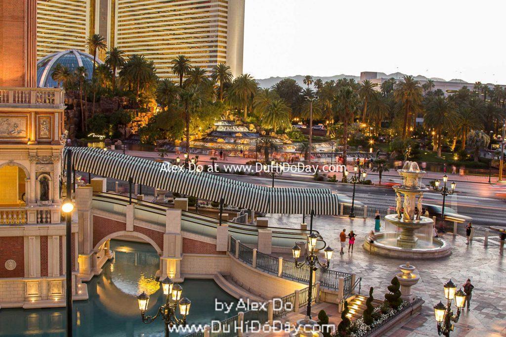 Trước khách sạn Caesar