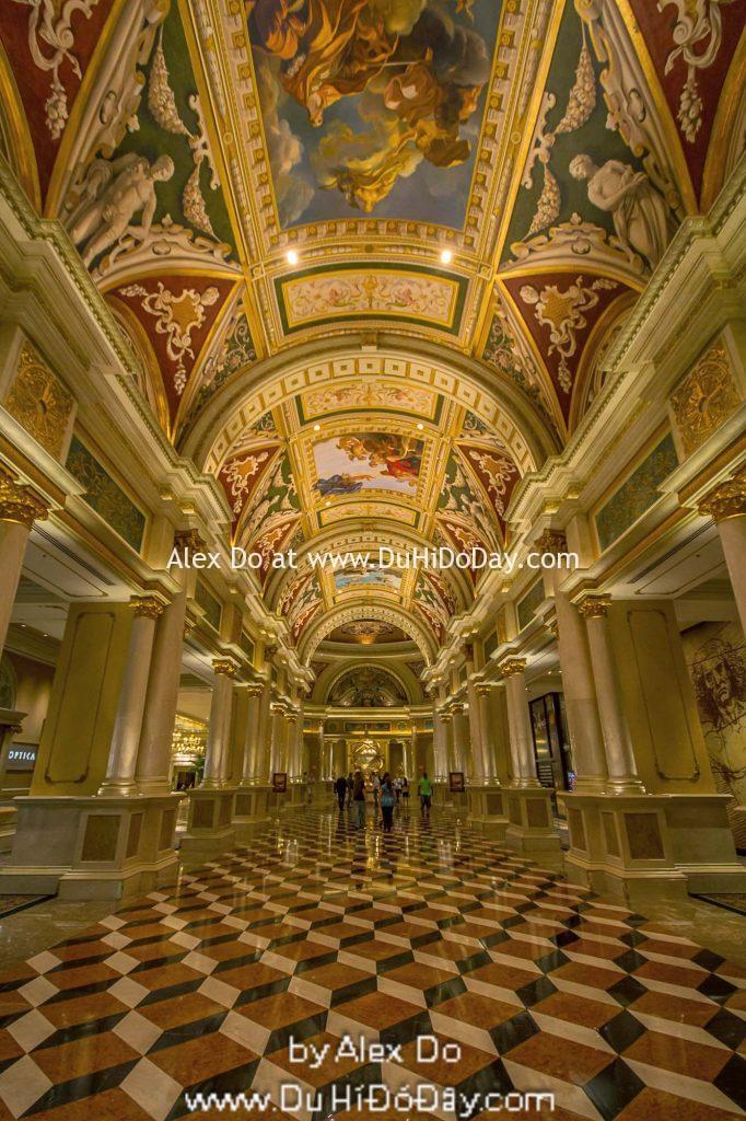 Bên trong khách sạn The Venetian Las Vegas