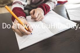 Tập viết văn hàng ngày trên giấy