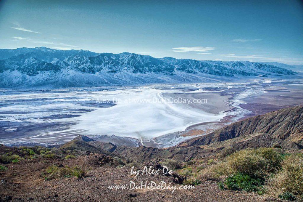 Từ Dante's View nhìn xuống Badwater Basin