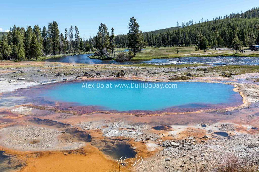 Một hồ nước nóng ở Yellowstone