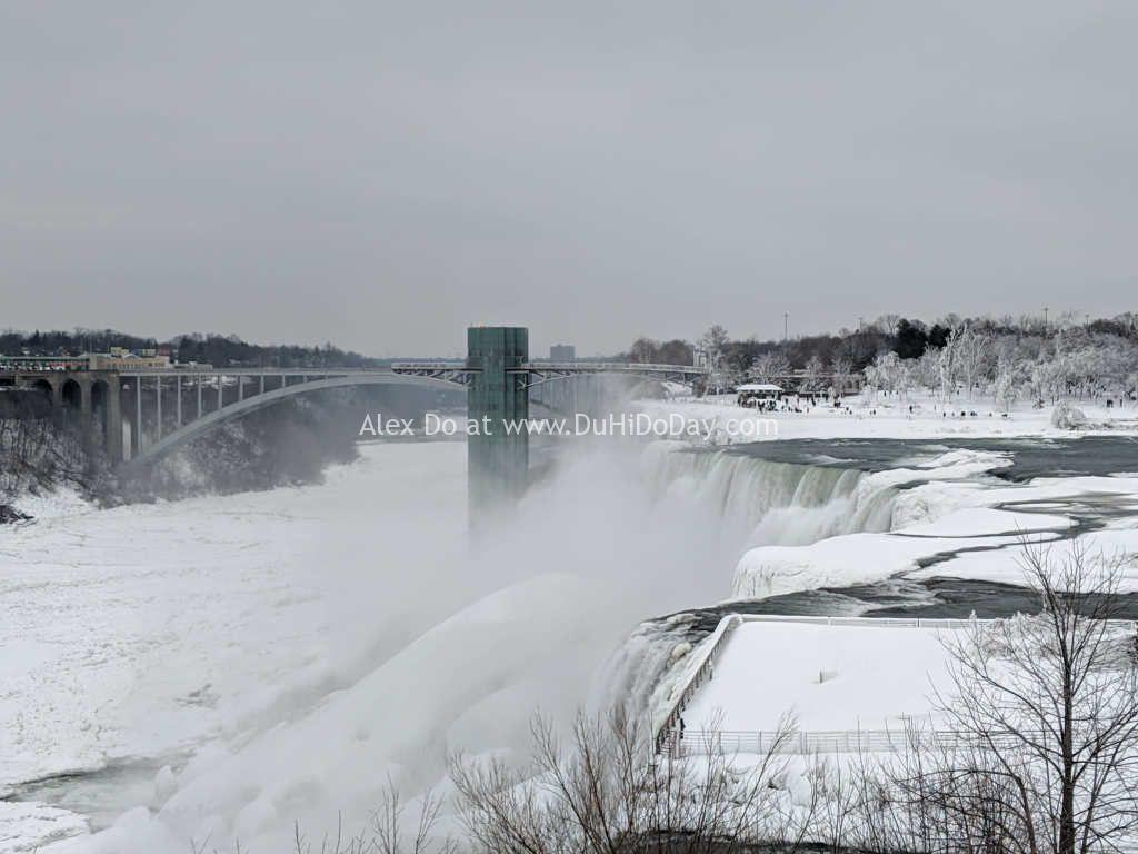 Thác Niagara Falls nhìn từ bờ Mỹ