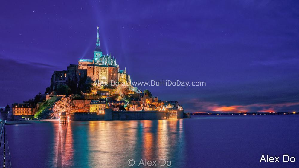 Mont Saint Michel ban đêm