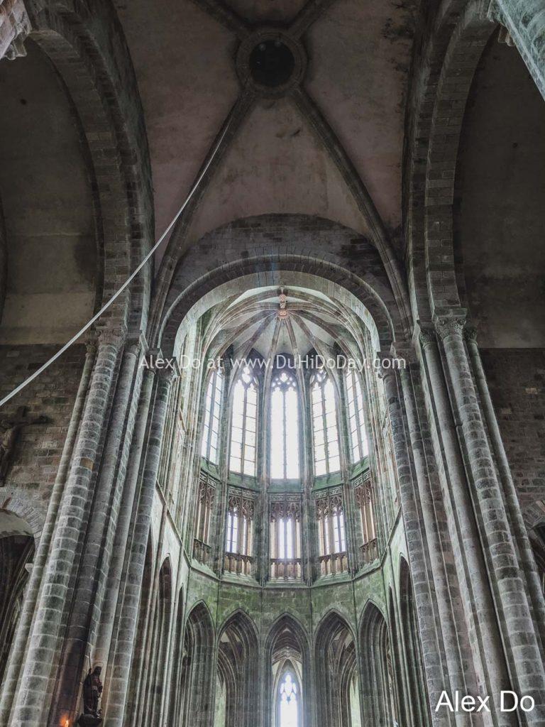 Bên trong Mont Saint Michel